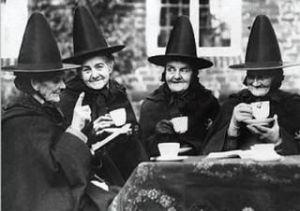 brujas tomando café