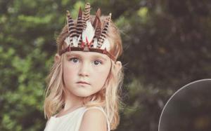 Corona de plumas para niños