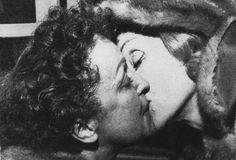 El beso de Edith Piaf y Marlene Dietrich
