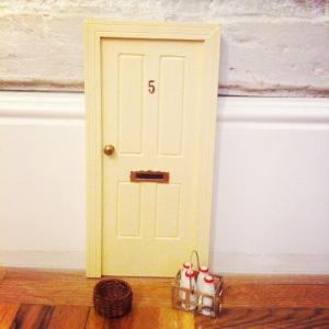 oui-oui-puerta-ratoncito-pc3a9rez-regalo-original-nic3b1os-crema