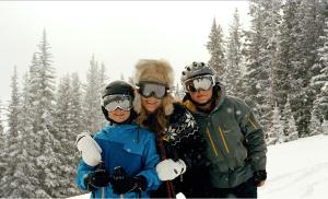 aerin-lauder-family-skiing-aspen