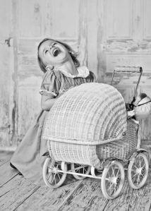 niña con carrito