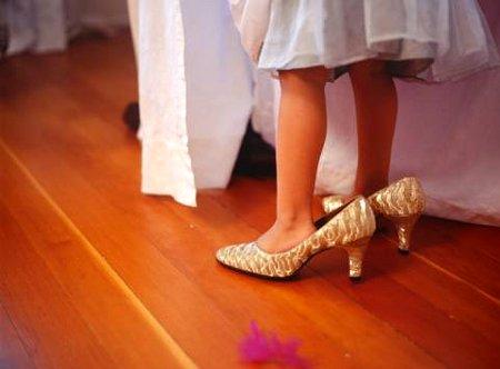 con zapatos de mama
