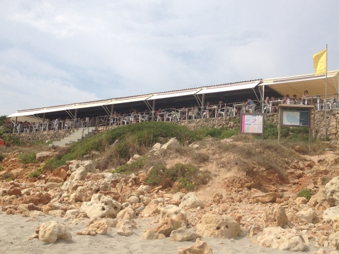 chiringuito playa santo tomas menorca