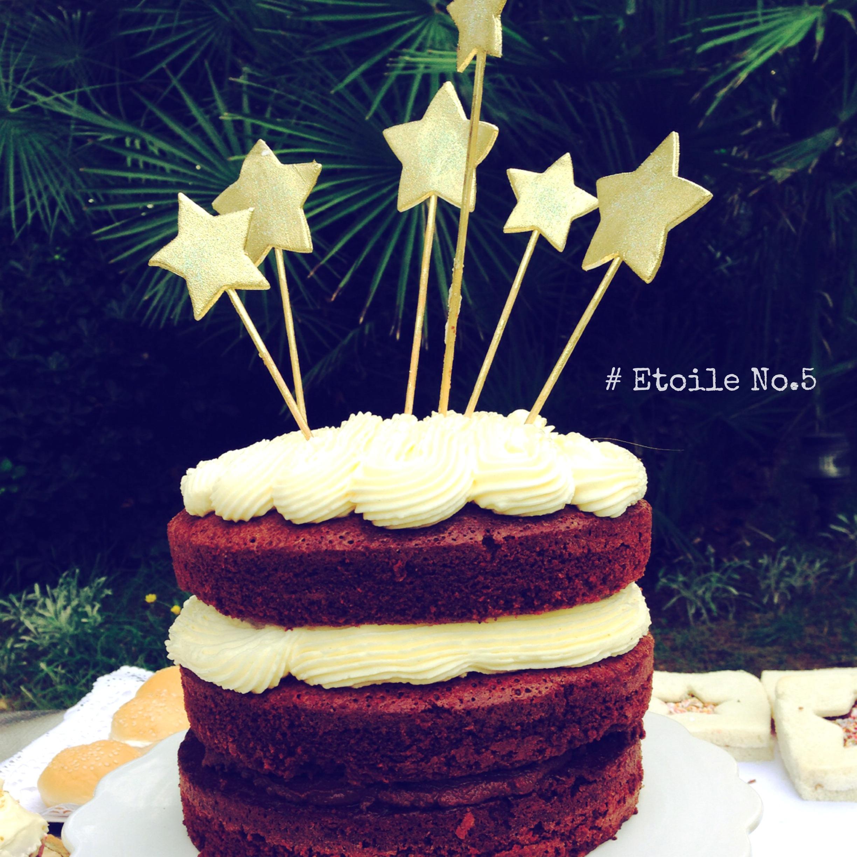 tarta cumpleaños con estrellas